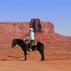 indien navajo sur un cheval